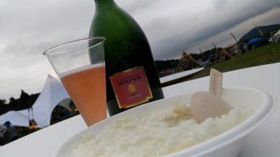 昼過ぎからサービスのシャンパン