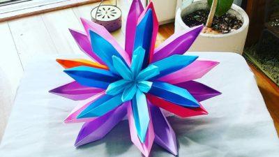 我が子が作った折り紙の蓮の花